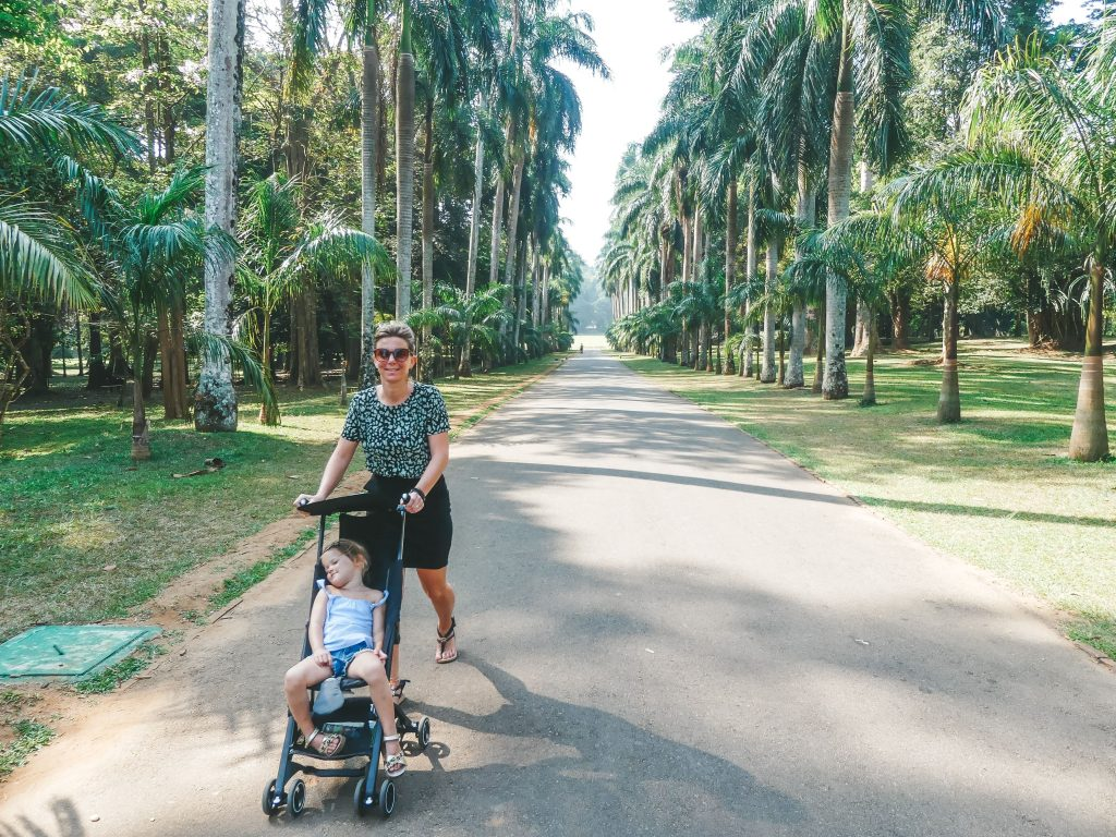 Botanische tuin Sri Lanka Kandy met kinderen