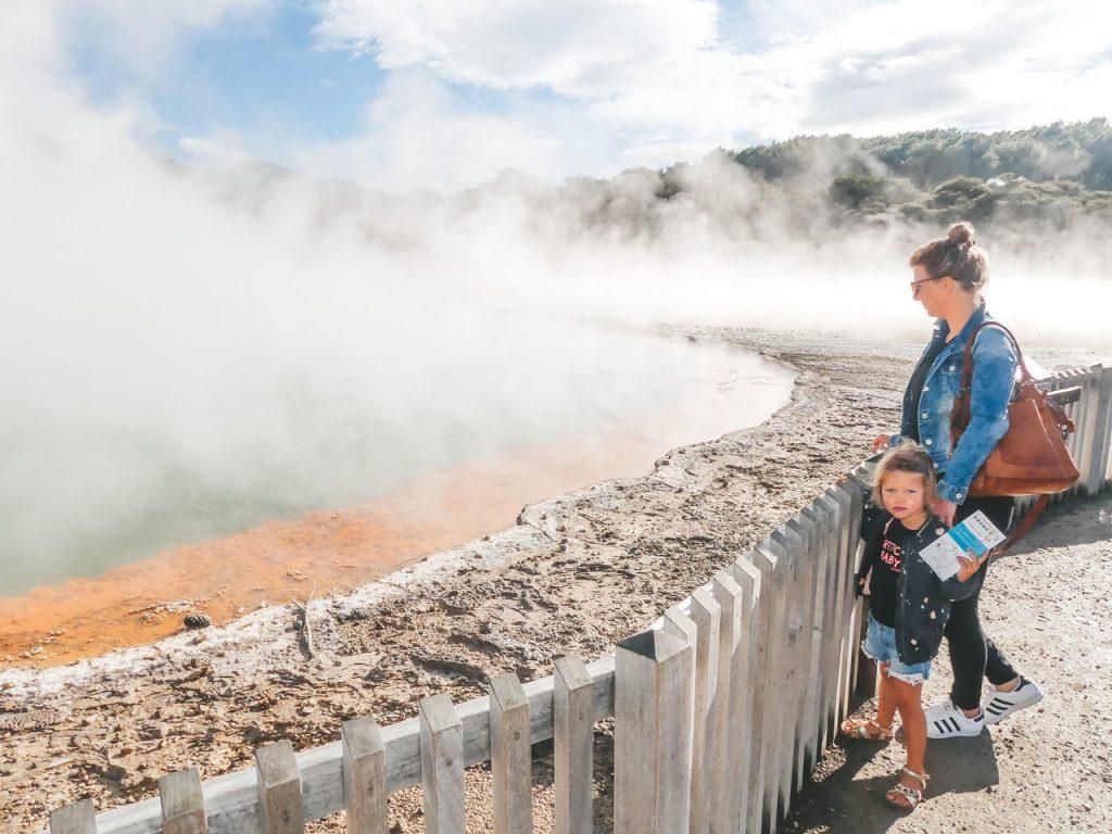 Champagne pool met kind Nieuw Zeeland