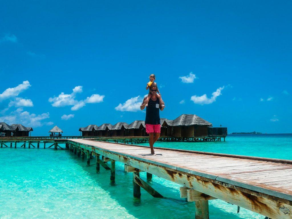 Malediven met kinderen gezin op reis uitzicht