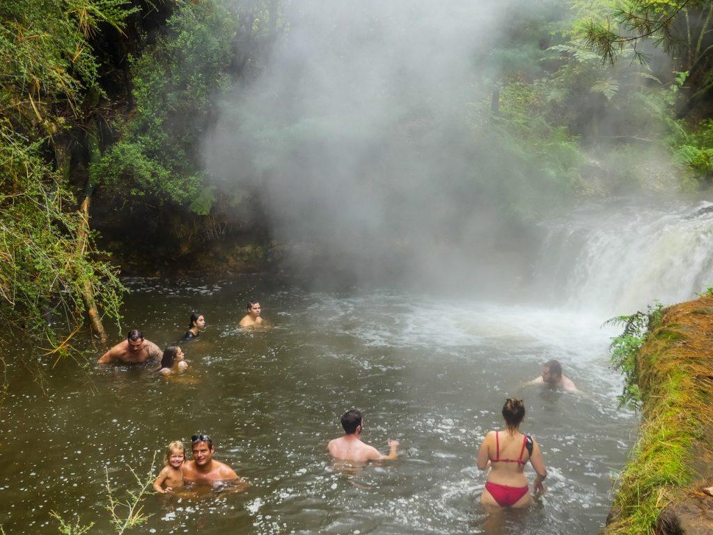 Warm meertje Nieuw Zeeland met gezin