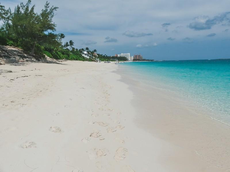 Bahamas wit strand met gezin