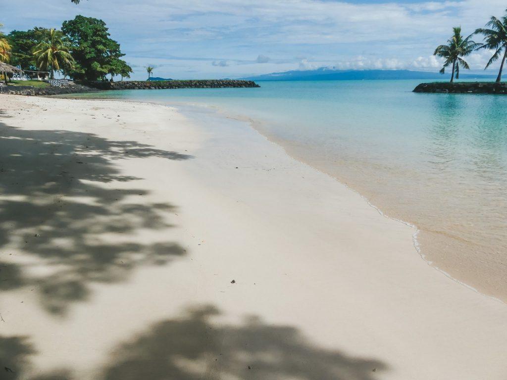 Prachtige stranden Tonga met gezin