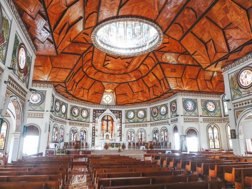 Tonga kerk met kinderen en gezin