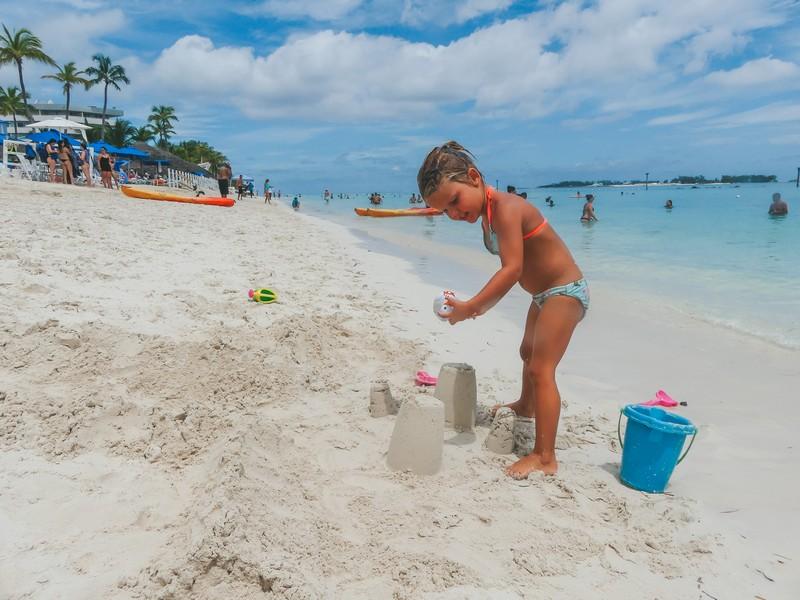 Vakantie Bahamas strand met gezin
