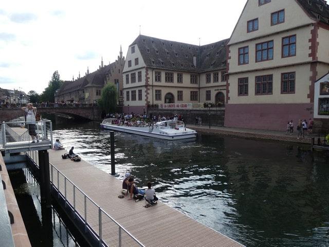Straatsburg met kinderen